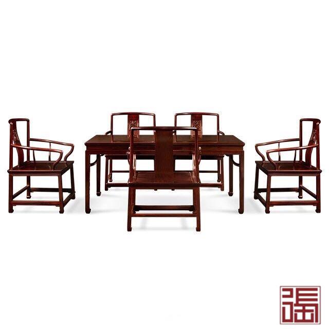 马蹄腿餐桌配螭龙矮管